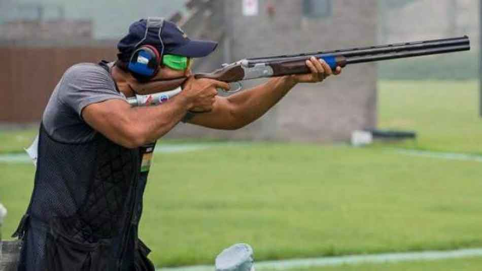 a man clay pigeon shooting